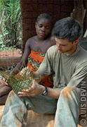 Luis Devin field research - Making of a pygmy basket